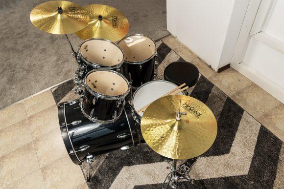 Учебен сет от барабани снимат отгоре - Саунд Съркъл